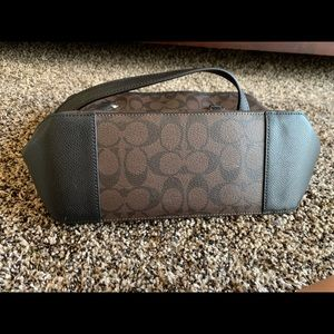 Coach Bags - BRAND NEW coach purse never used!!!